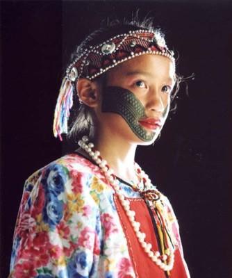 taiwan-tattoo-2 jeune fille atayal tatouée au visage
